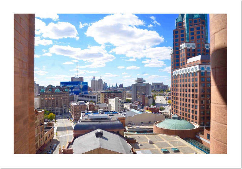 Sunny weather & a panorama of Milwaukee